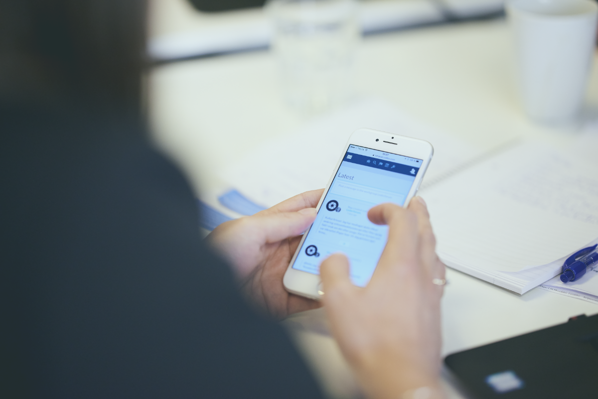 phone-hands-with_intranet